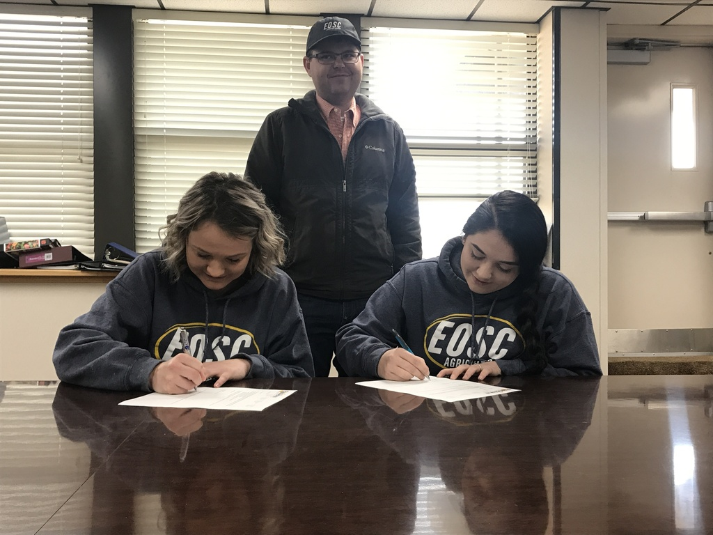 Heather and Marissa sign with EOSC
